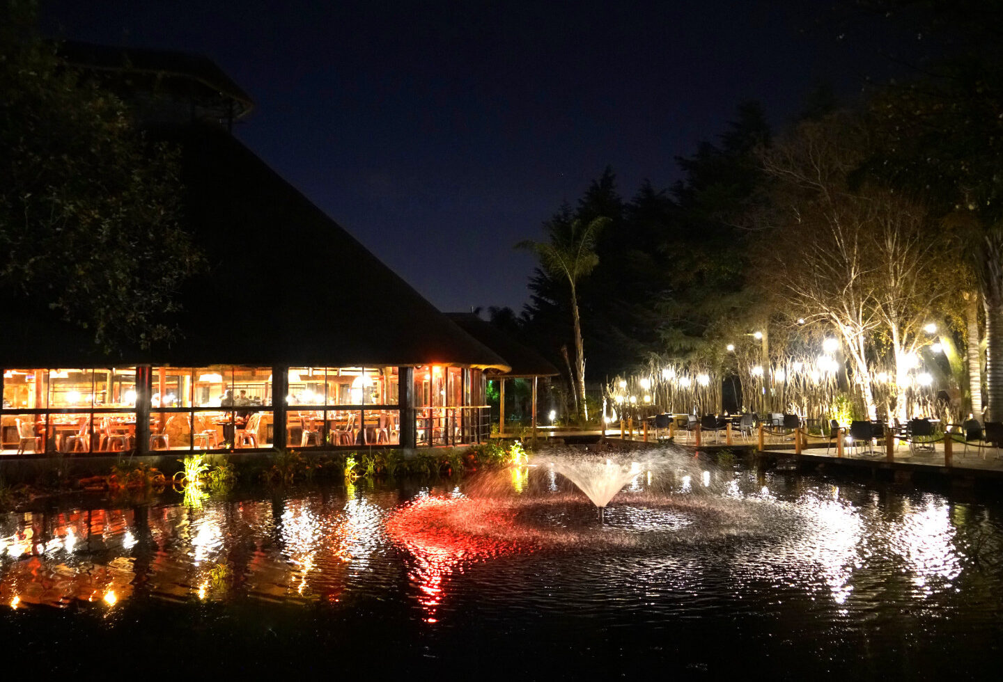 Restaurant with Water Feature