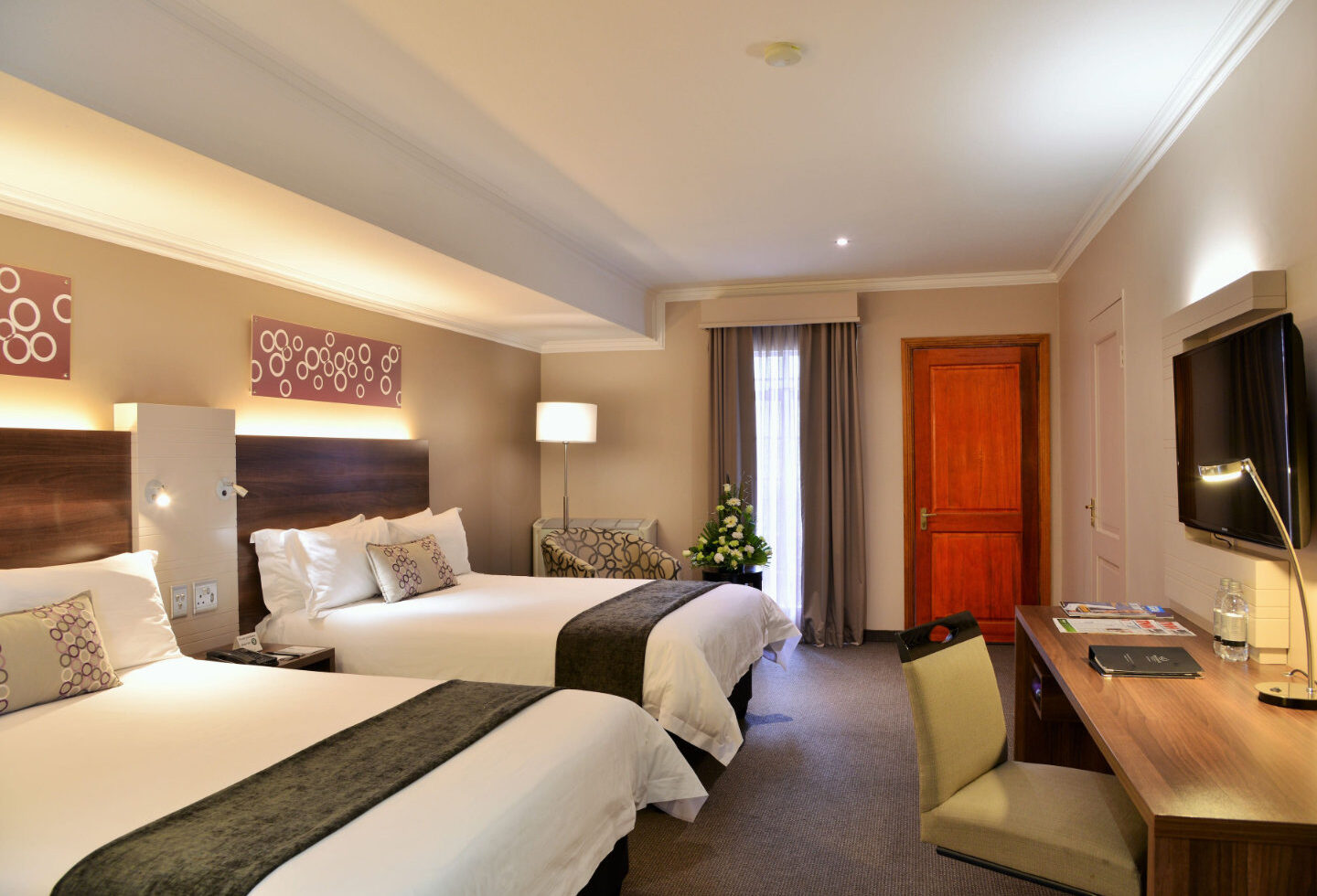 Silverbirch Hotel Room with Two Beds and LCD Screen